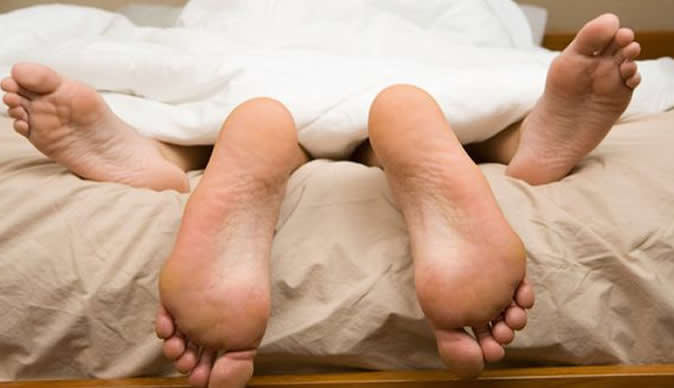 View+of+feet+of+couple+having+sex+in+bed