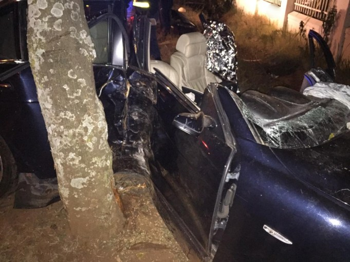 Two-seriously-injured-after-car-slams-into-tree1
