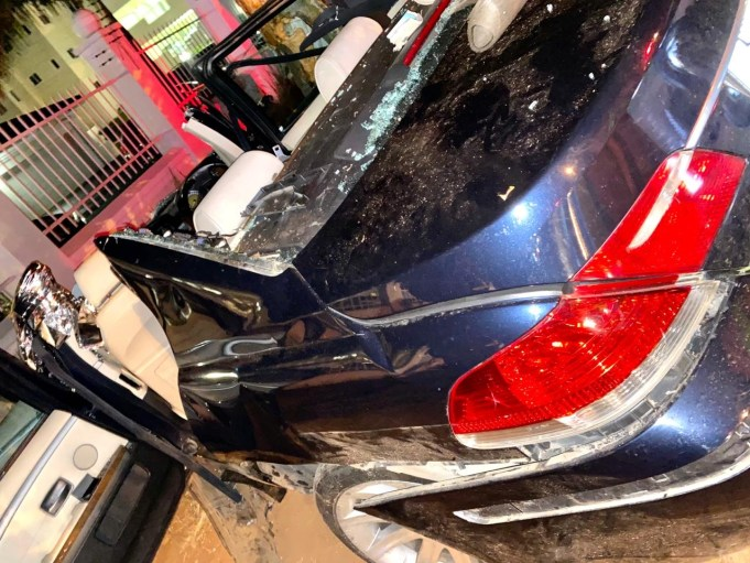 Two-seriously-injured-after-car-slams-into-tree2